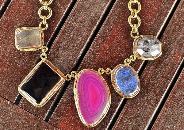 Collar de moda en piedras naturales 2