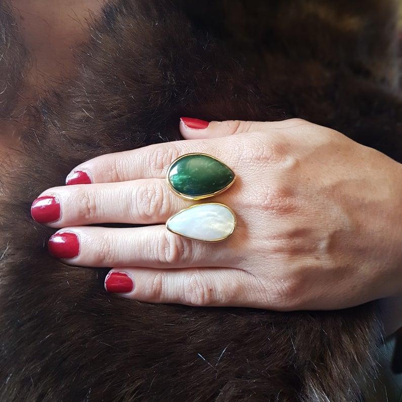 anillo de moda en jade y nácar piedras naturales
