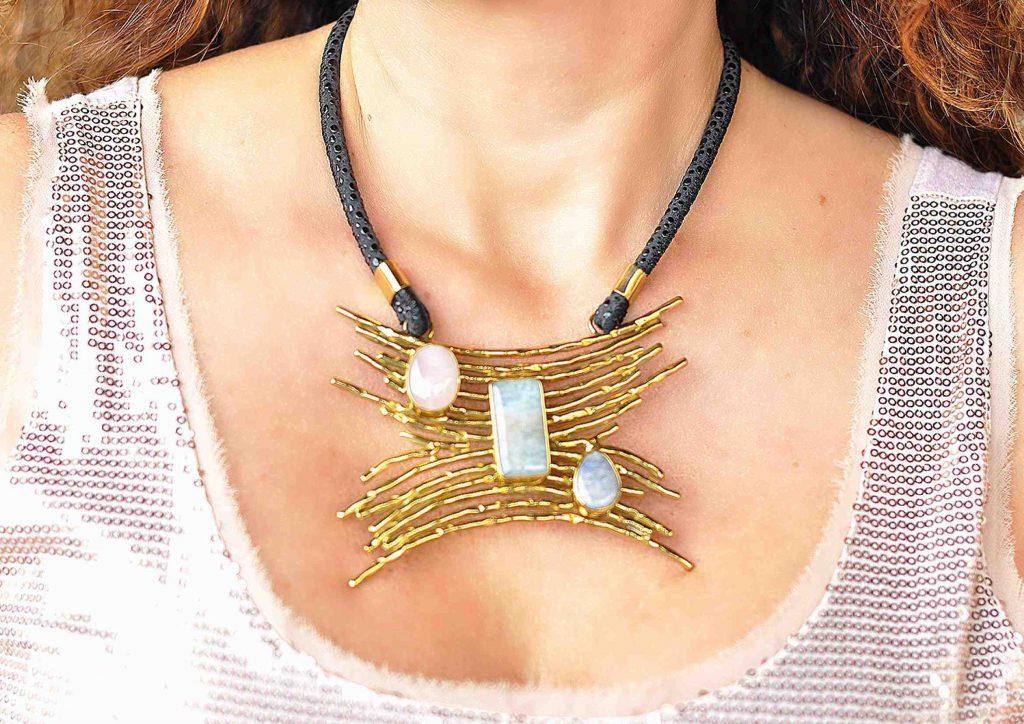 collares de moda en piedras naturales