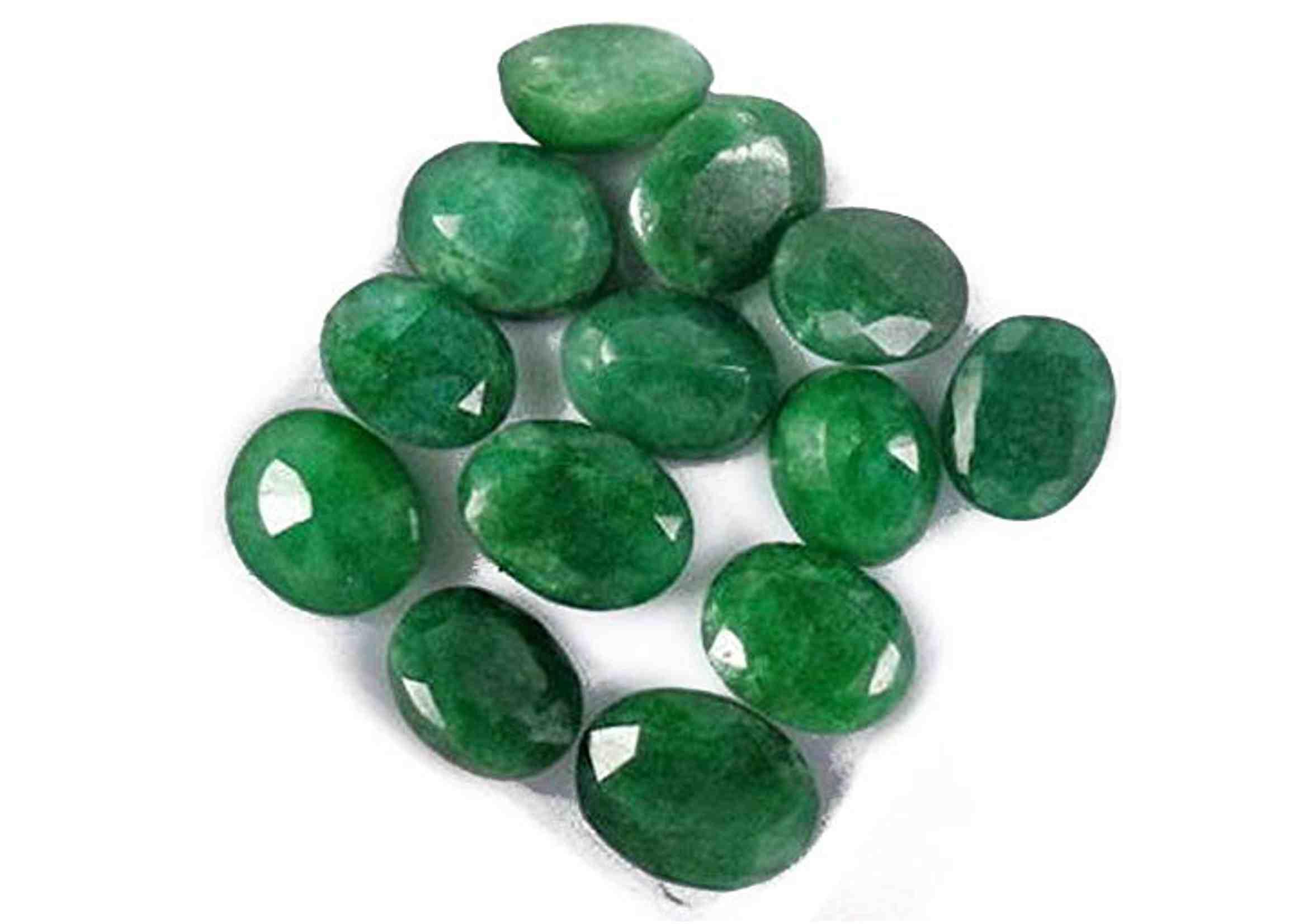 Piedras de esmeralda en bruto