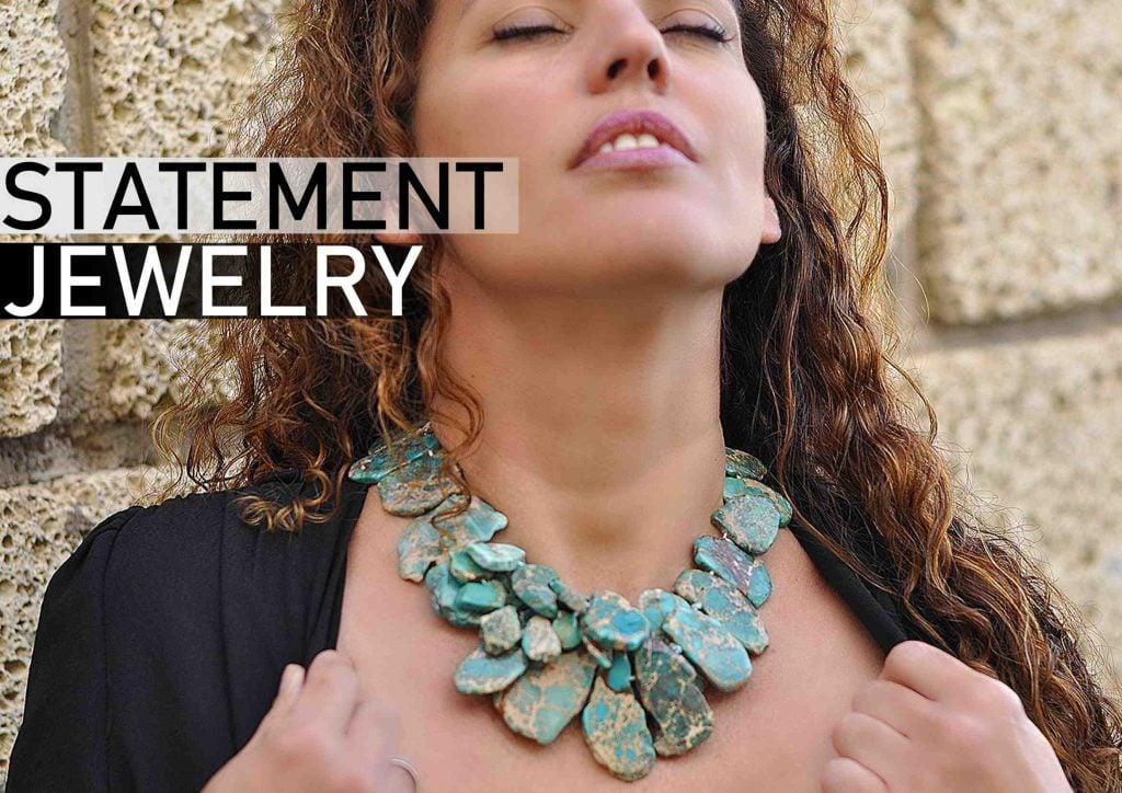 Collar de moda en piedra natural turquesa